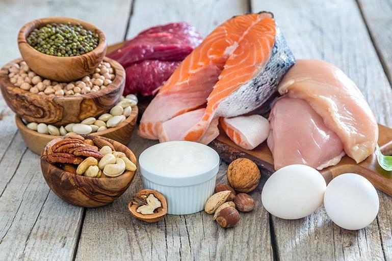 Un cuarto de plato de carne, pescado, huevo o legumbres