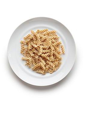 7-12 años: Pasta 10 cucharadas soperas en cocido. 60-80 gramos en crudo