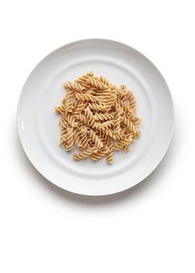 3-6 años: Pasta 7-8 cucharadas soperas en cocido. 50-60 gramos en crudo