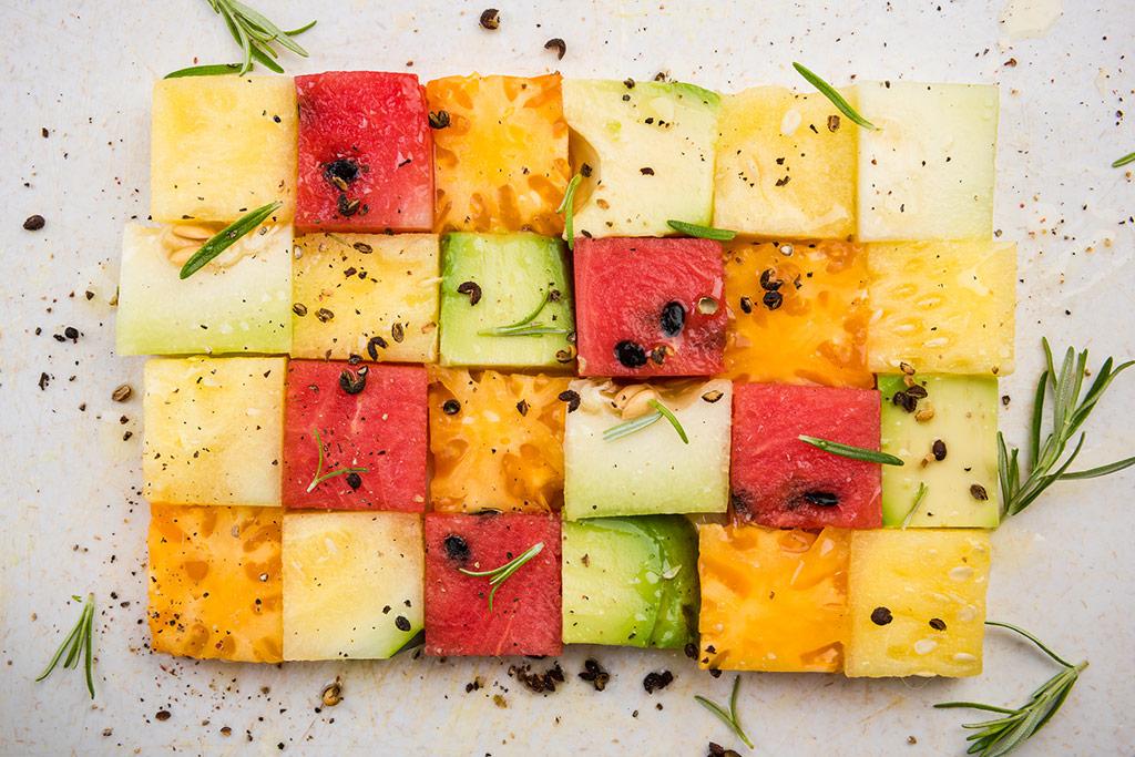 Imagen de un plato de comida con forma de mosaico